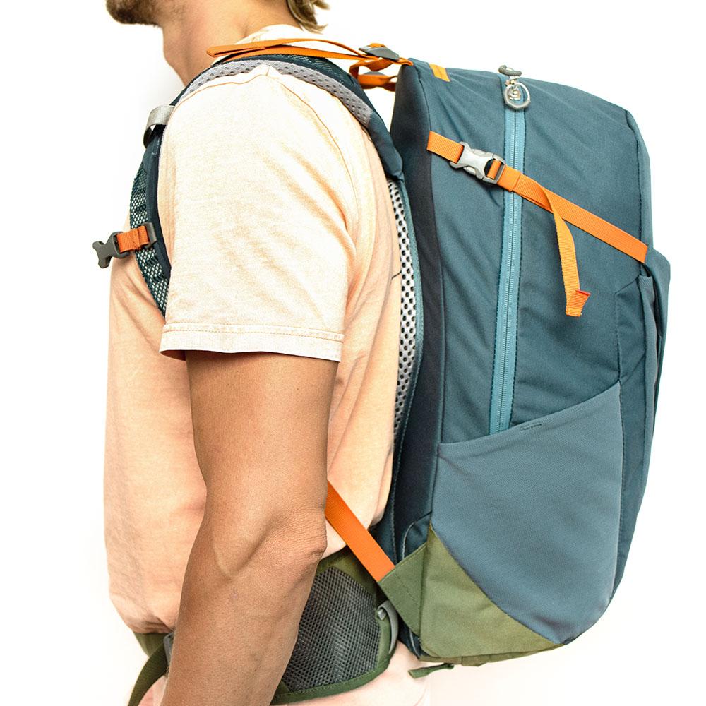 Inchez Backpack Rucksack getragen Seite